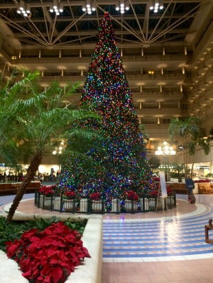 airport-christmas-tree-mco-12192016